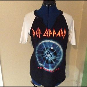 Forever 21 Def Leppard Graphic shirt